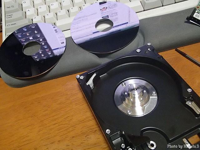 ヘッドアームASSYと小物を外せば、DISCが脱着出来る。