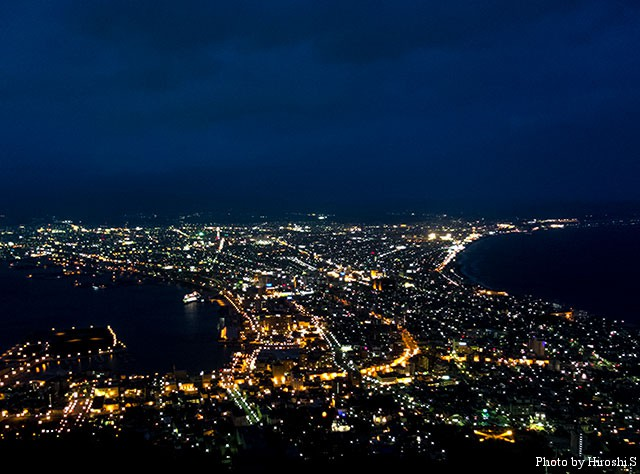 函館山の夜景は二度目だが、とにかく人が多い。