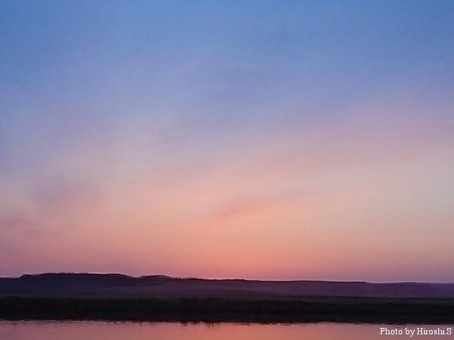 サンライズ直前の空は、何ともいえないグラデーションを描く。