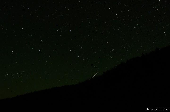 偶然、流星が写っていた。