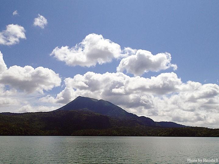 夏雲と雄阿寒岳。