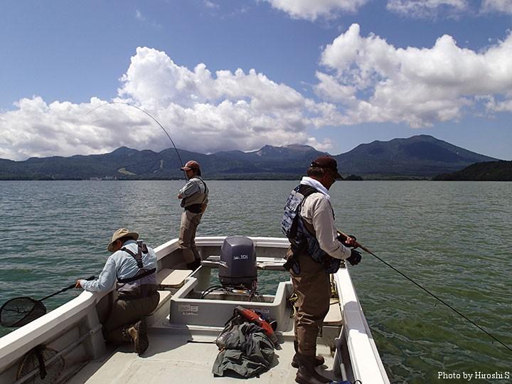 水深10m前後の釣りである。ボートチャーターは不可欠。