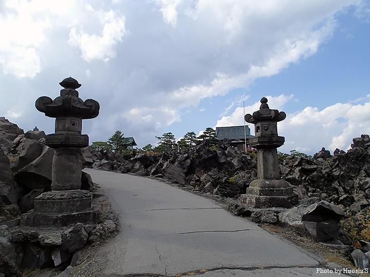 浅間山(鬼押出し園) 浅間山観音堂の灯籠