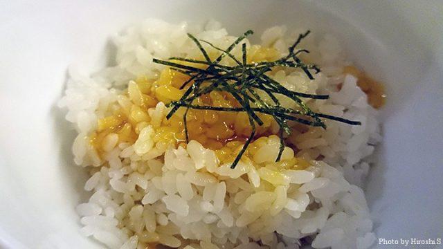 つくねに使った卵黄のせ御飯