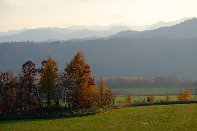 大樹町尾田付近 重なった山々の稜線が印象的であった。