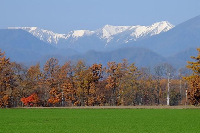 帯広市川西町付近 既に山は冠雪しており、平野に冬が訪れるまで僅かだ。