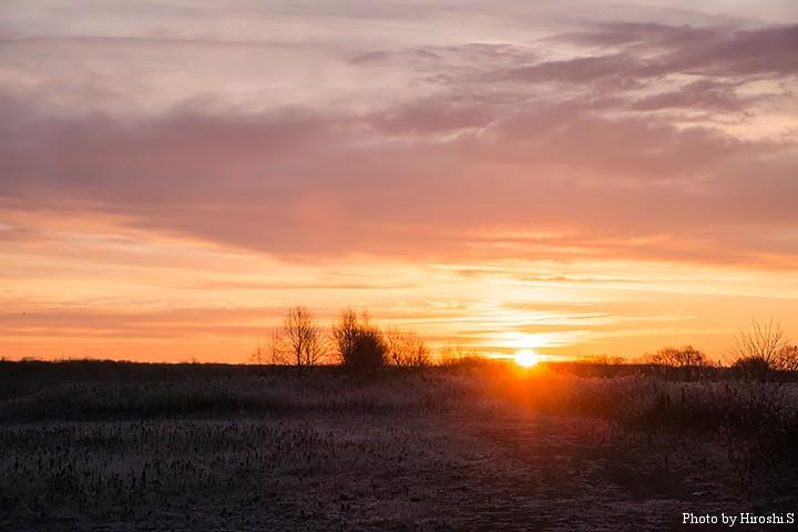 この時期は6時半くらいに、ようやく日が昇る。