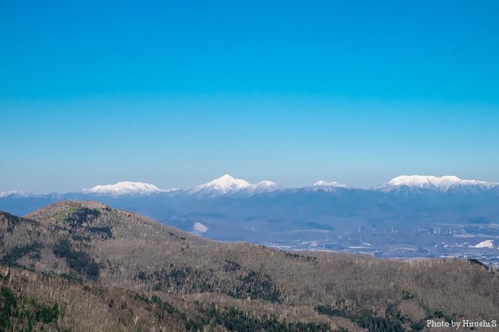 日勝峠展望台より十勝平野を。中央やや左にニペソツ山がみえる。