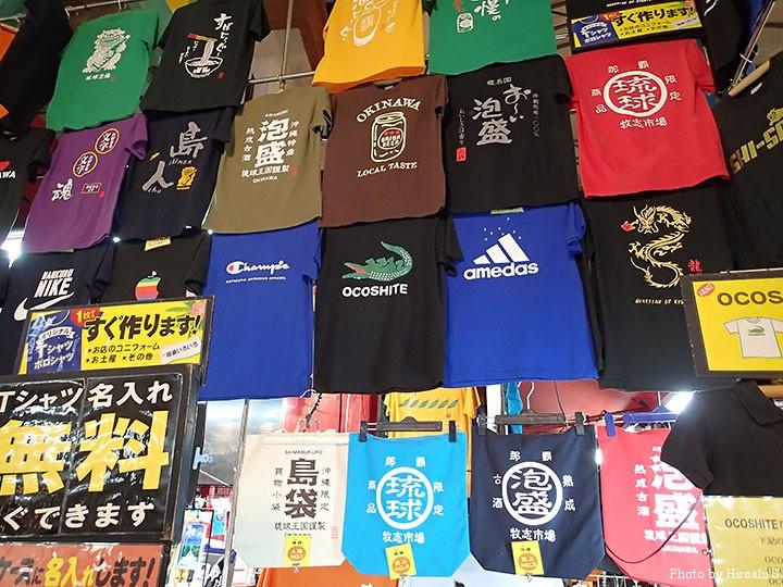 市場通り商店街にて 那覇はTシャツが他の地より多く売られている