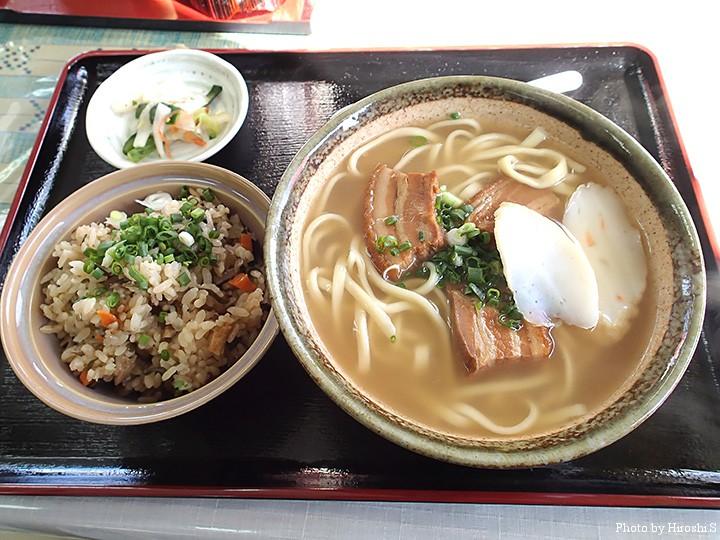 本部で食べた三枚肉ソバとジューシー(沖縄の炊き込み御飯)
