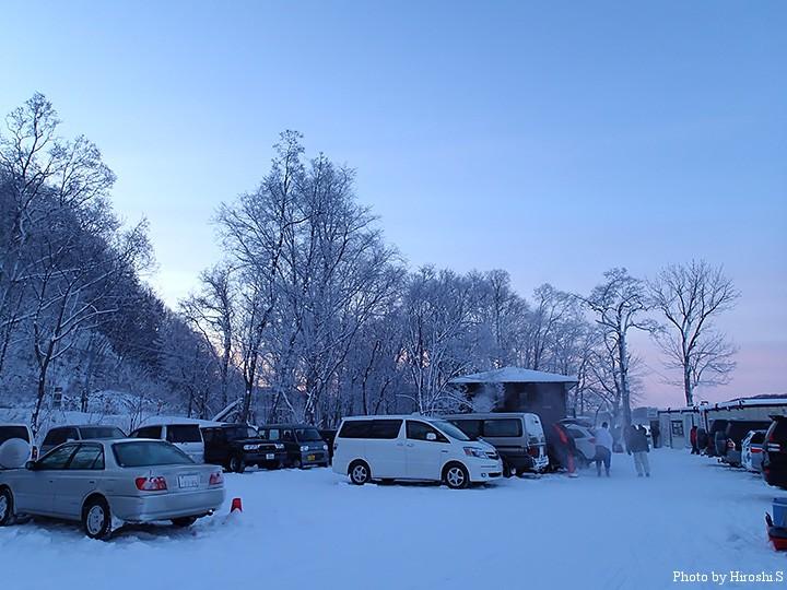 釣り場周辺の木々は、霧氷となっていた。