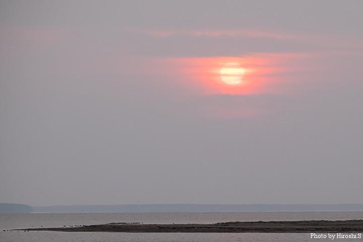 春国岱のサンセット 二日目は雲が多く、夕日はこの一瞬であった