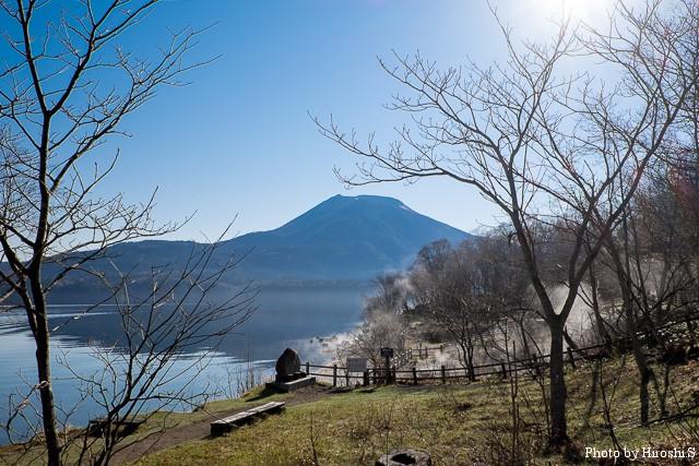 晴れの阿寒湖は明るく美しい