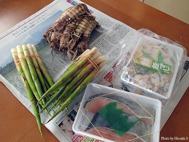 蝦蛄雌特大×10 1200円 飯寿司770円 鮭300円 タケノコ一束300円