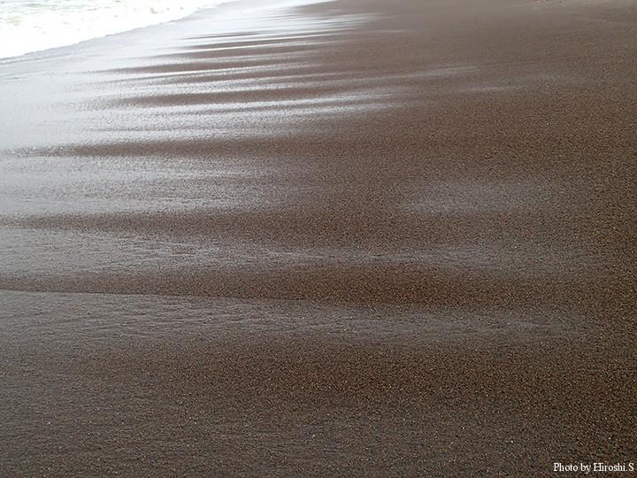 波の作る模様は瞬間の芸術だと感じる
