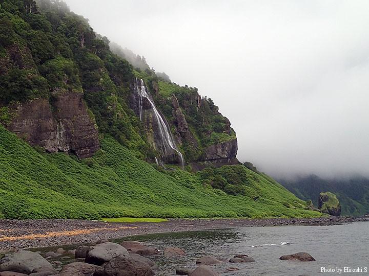 最奥の渡船場所 滝の下 写真の滝は女滝