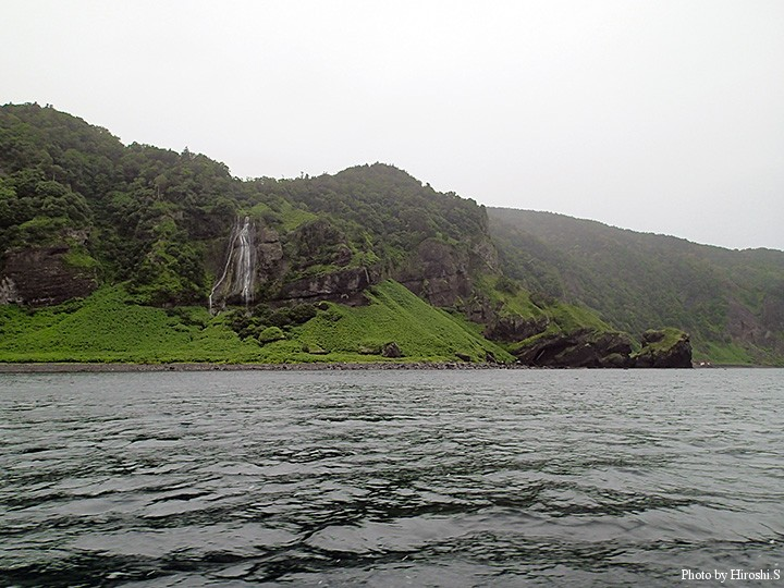 海上からみた女滝