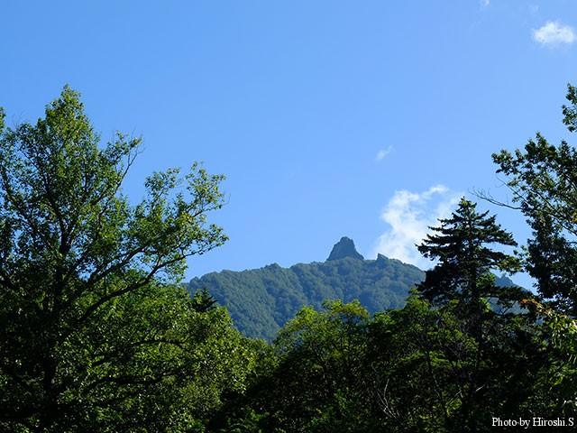札幌からもみえる恵庭岳 近くでドームをみると非常に急峻である