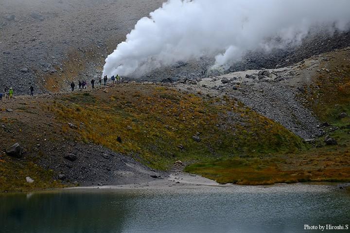 姿見の池近くの噴気孔にて