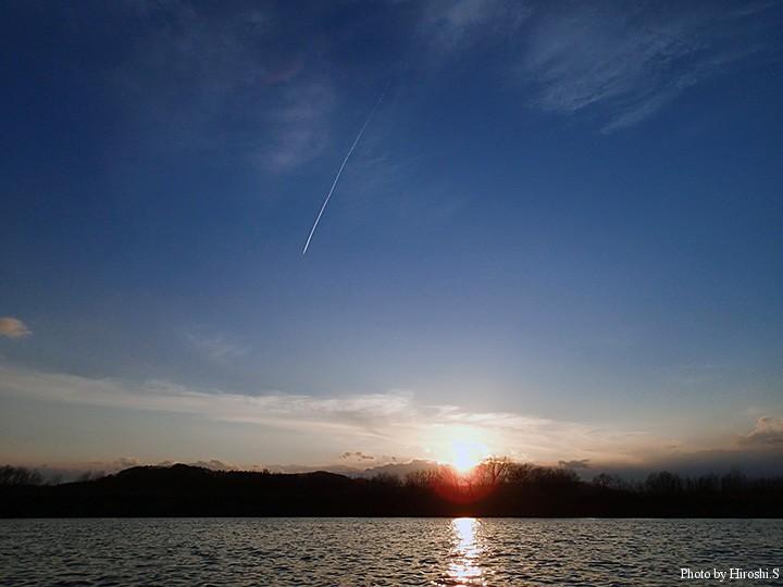 サンセットと飛行機雲