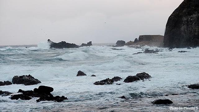 冬の日本海は時化る日が多い。