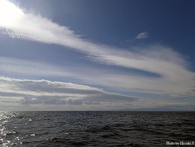 写りは良くないけれど、10月の噴火湾には素晴らしい雲が現れた。