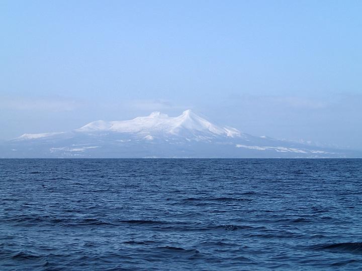 道南の秀峰 駒ヶ岳 海から望むそれは、大沼方向とはまた違った趣がある