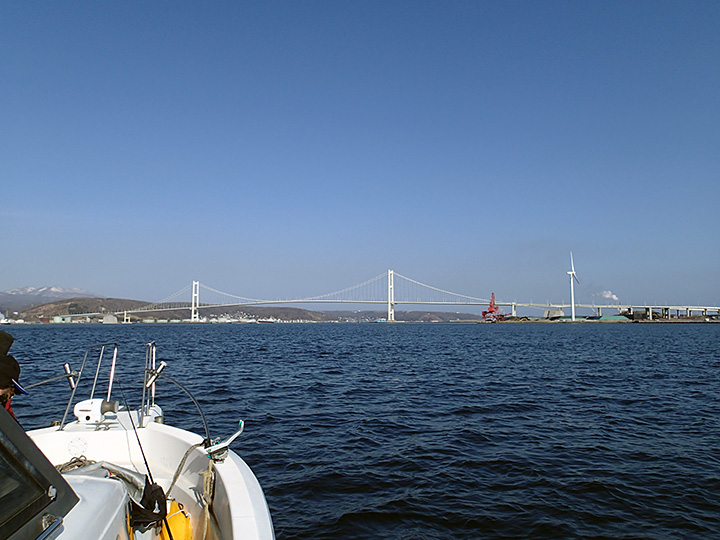 白鳥大橋全景 室蘭港を横断している