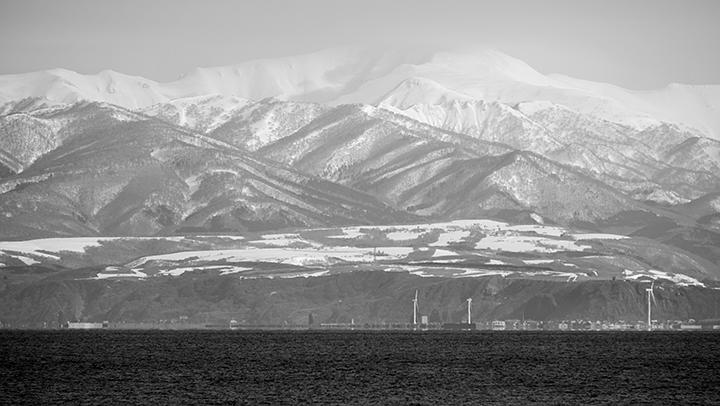 北海道最西部付近より狩り場山系を望む