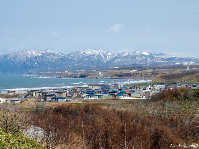 望来集落遠景 奥に暑寒別の山が見える。