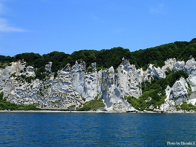 地球岬のある室蘭周辺は、知床とは違った断崖絶壁があり、また岩の変化も著しい