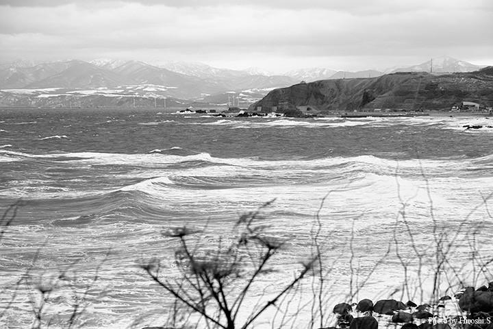 前日より落ちたとはいえ、外洋はこのような感じ。漁港以外は釣りにならない。