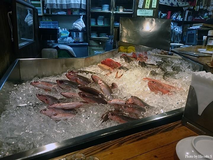 地産の魚が並ぶ