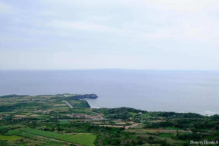 大石林山にて 水平線に見えるのは与論島 ここはかつては国境の地であった