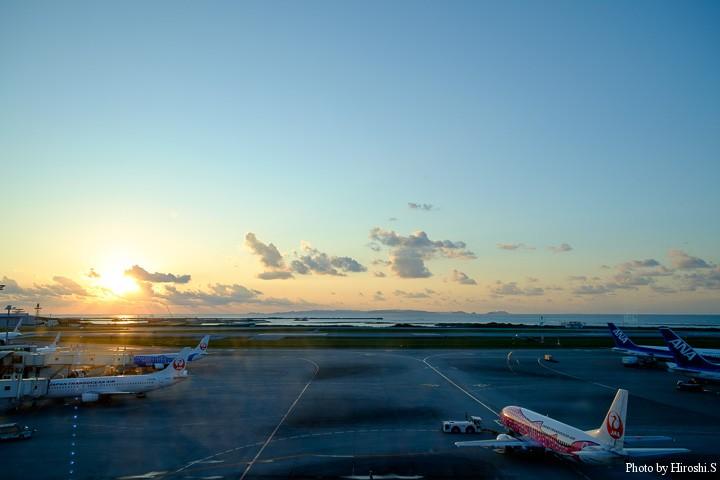 那覇空港のサンセット ジンベイザメジェットが映える