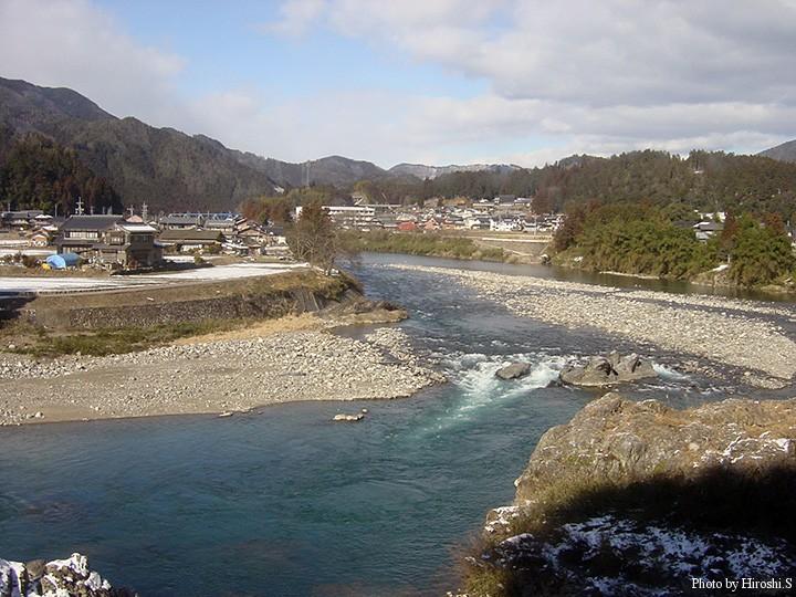 長良川中流域 (小宝温泉付近)