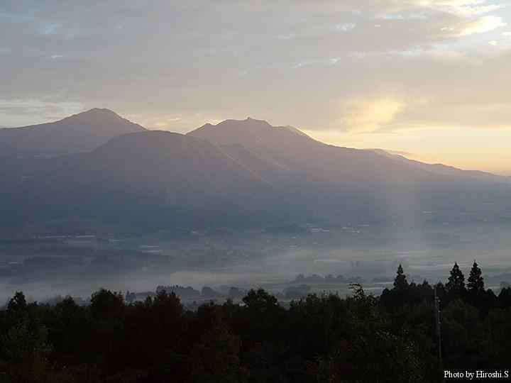 雲海の様に、カルデラ内の町が霞んでいた。