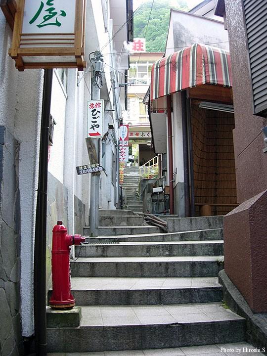 杖立温泉は昭和の香りがする温泉地だ。