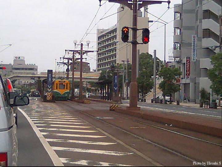 鹿児島市内を走る市電 元データがなく、小さな写真から起こしたので画質はご容赦。