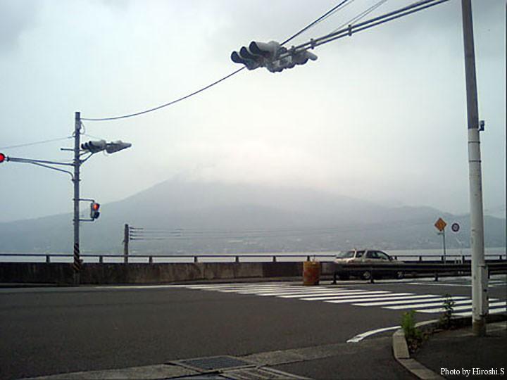 元データがなく、小さな写真から起こしたので画質はご容赦。桜島。