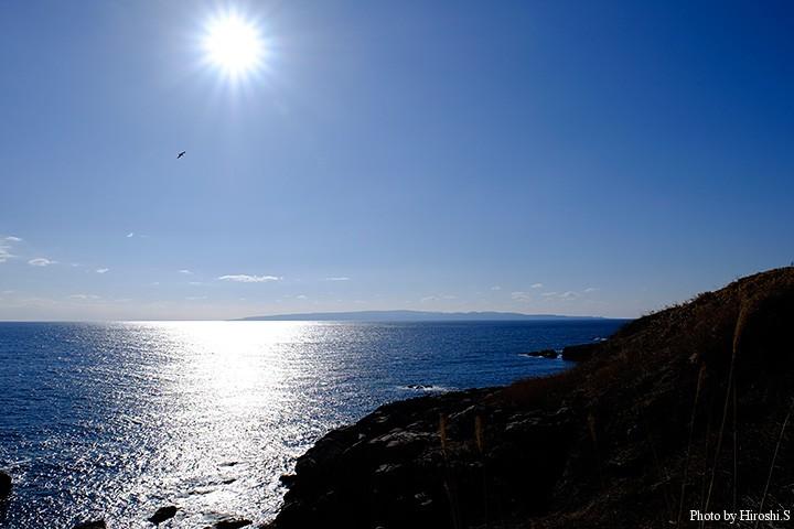 太田海岸にて 水平線に浮かぶ奥尻島がみえる