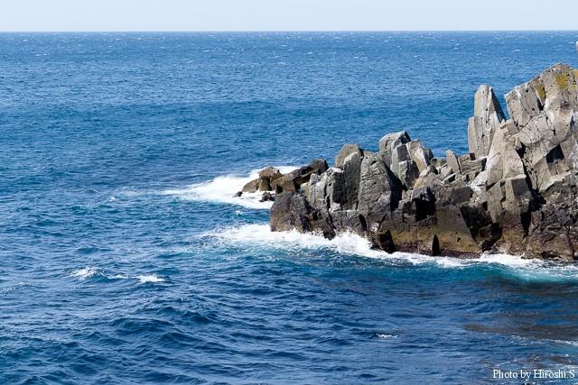 雄冬付近では風が強く、天気は良けれども、沖合は白波が立っていた。