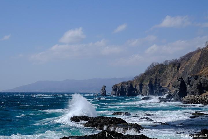 強風予報だったので、ソルトタックルは積んでいなかったが、この波では釣りにならない。