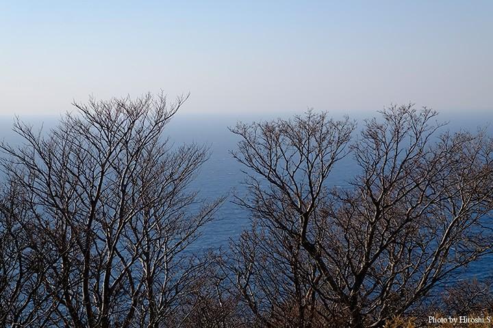 茂津多灯台から日本海を。少しグレーな日本一だが、標高が高い事は間違いはない(290m)