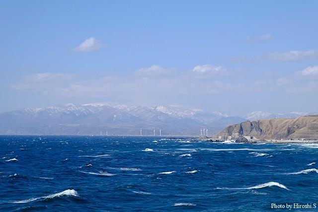波高いが冬と違うのが、明るさだろう。