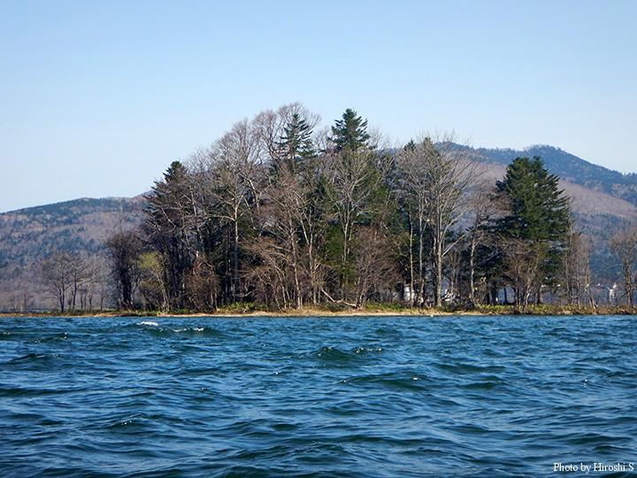 ヤイタイ島 昼前から風が吹き、湖水は大荒れとなった