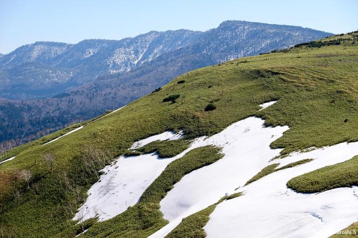 未だ残雪の残る美幌峠