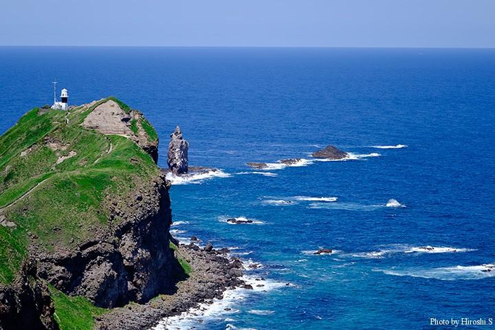 神威岬灯台と神威岩
