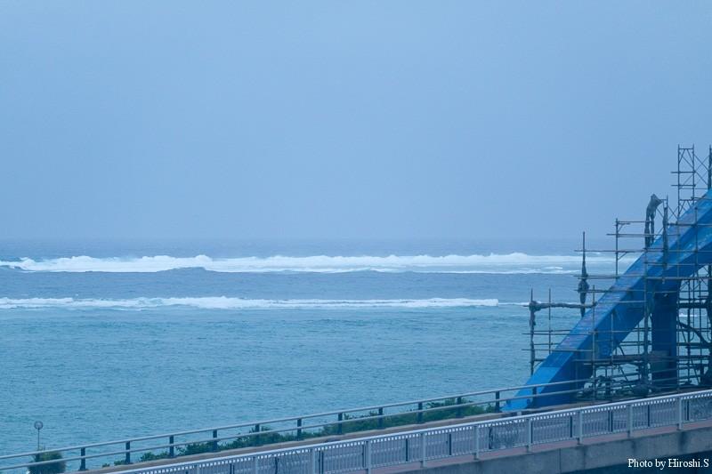 石垣島 台風が近づいており、外洋は既に波高い