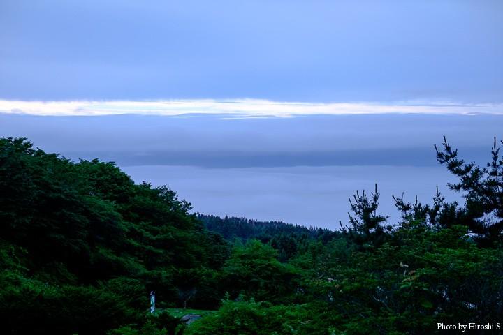 宿泊した恵山温泉にて。明け方では海に霧が掛かっていたが、日の出と共に天候は回復に向かった。